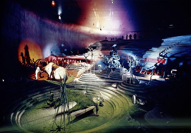 地下展示(「ひと」の空間)