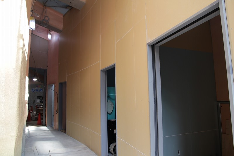 増築棟:棟内建具等設置の模様